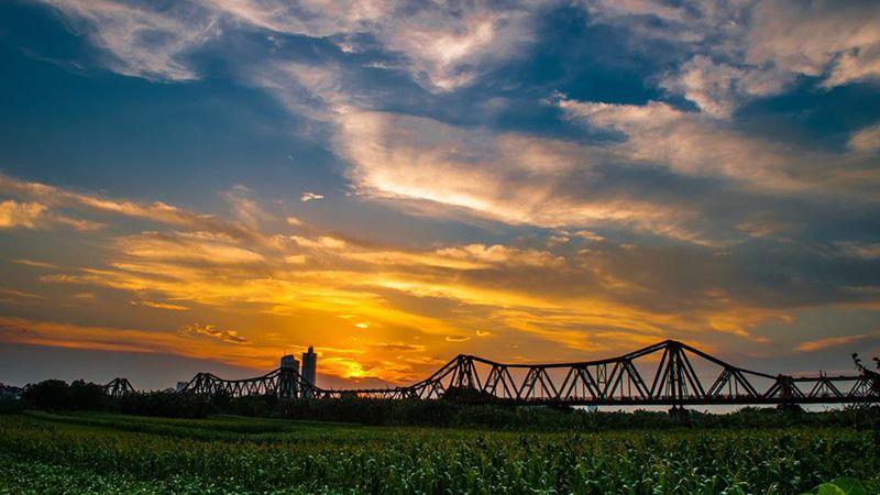 Tour du lịch Hà Nội 1 ngày Nghi Tàm Sông Hồng Cầu Long Biên 1