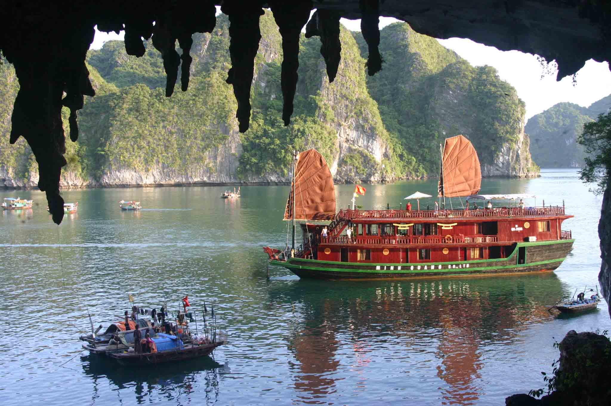 TOUR HA NOI – HA LONG – NINH BINH - DA NANG – HOI AN – HUE – HCMC – MEKONG DELTA 1